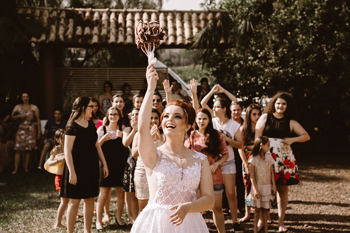 7 Games To Play For The Bride To Toss Her Bouquet