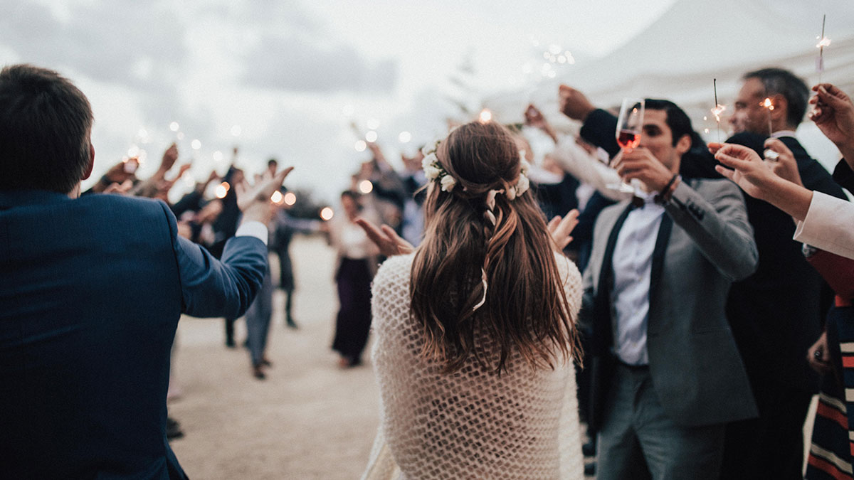 Ways to Say Goodbye to the Newlyweds at Wedding Reception Farewell