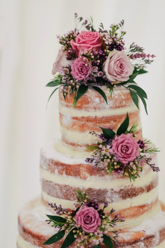 Are Fresh Cut Flowers Safe To Use On A Wedding Cakes?